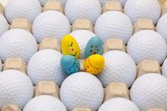 Σφαίρες γκολφ στο κιβώτιο για τα αυγά και τη διακόσμηση Πάσχας Στοκ Εικόνες