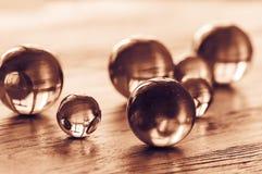 Σφαίρες γυαλιού των διαφορετικών μεγεθών που βάφονται στο χρυσό στοκ φωτογραφία με δικαίωμα ελεύθερης χρήσης