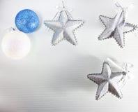 Σφαίρες και αστέρια Χριστουγέννων Στοκ φωτογραφία με δικαίωμα ελεύθερης χρήσης