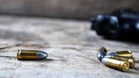 Σφαίρες και πυροβόλο όπλο στοκ εικόνα