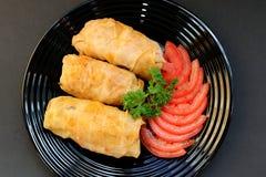 Σφαίρες κρέατος βουτυρογάλατος που μαγειρεύονται στη σάλτσα ντοματών στοκ φωτογραφία με δικαίωμα ελεύθερης χρήσης