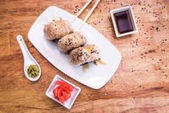 Σφαίρες ρυζιού Onigiri στοκ εικόνα με δικαίωμα ελεύθερης χρήσης