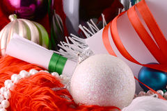 Σφαίρες Χριστουγέννων, διαμάντια και κορδέλλα, νέα διακόσμηση έτους Στοκ φωτογραφία με δικαίωμα ελεύθερης χρήσης