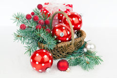 Σφαίρες Χριστουγέννων και κλάδοι έλατου Στοκ Φωτογραφία