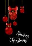 Σφαίρες Χριστουγέννων με την κόκκινα κορδέλλα και τα τόξα Στοκ Φωτογραφία