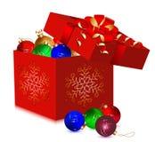 Σφαίρες Χριστουγέννων στο κιβώτιο δώρων. Στοκ εικόνες με δικαίωμα ελεύθερης χρήσης