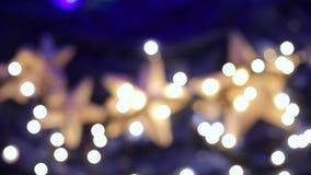 Σφαίρες Χριστουγέννων στο χριστουγεννιάτικο δέντρο απόθεμα βίντεο