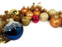 Σφαίρες Χριστουγέννων, χρυσό gala Apple και tinsel Στοκ εικόνα με δικαίωμα ελεύθερης χρήσης