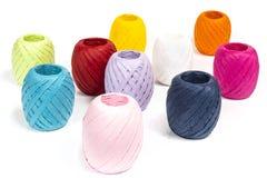Σφαίρες χρωματισμένο raffia στοκ φωτογραφία με δικαίωμα ελεύθερης χρήσης