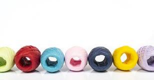 Σφαίρες χρωματισμένο raffia στοκ φωτογραφίες με δικαίωμα ελεύθερης χρήσης