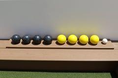 Σφαίρες Bocce σε ένα ράφι Στοκ Φωτογραφίες