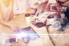 Σφαιρικές διεπαφές γραφικών παραστάσεων καινοτομίας εικονιδίων στρατηγικής εικονικές Νέα διαδικασία συνεδρίασης του 'brainstormin Στοκ φωτογραφίες με δικαίωμα ελεύθερης χρήσης