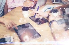Σφαιρικές διεπαφές γραφικών παραστάσεων καινοτομίας εικονιδίων στρατηγικής εικονικές Νέα αίθουσα συνεδριάσεων του 'brainstorming' Στοκ εικόνα με δικαίωμα ελεύθερης χρήσης
