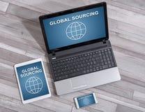 Σφαιρική έννοια πρόσβασης στις διαφορετικές συσκευές απεικόνιση αποθεμάτων