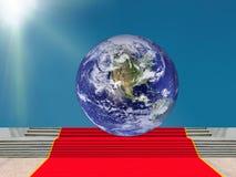 σφαιρική επιτυχία Γήινος πλανήτης στην κορυφή, κόκκινο χαλί Στοκ φωτογραφία με δικαίωμα ελεύθερης χρήσης
