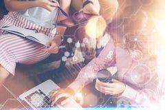 Σφαιρική στρατηγικής έρευνα μάρκετινγκ διαγραμμάτων διεπαφών γραφικών παραστάσεων εικονιδίων σύνδεσης εικονική Επικοινωνία συνεδρ Στοκ Εικόνες