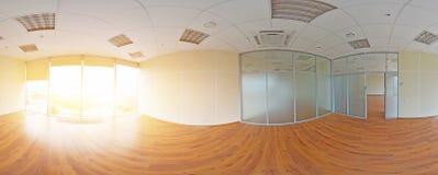 Σφαιρικοί 360 βαθμοί προβολής πανοράματος, πανόραμα στο εσωτερικό κενό δωμάτιο στα σύγχρονα επίπεδα διαμερίσματα Στοκ Φωτογραφία