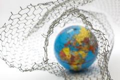 σφαιρικός χάρτης μέσα σε έναν φράκτη καλωδίων Στοκ εικόνα με δικαίωμα ελεύθερης χρήσης