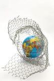 σφαιρικός χάρτης μέσα σε έναν φράκτη καλωδίων Στοκ φωτογραφία με δικαίωμα ελεύθερης χρήσης