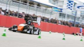 Σφαιρικό αυτοκίνητο καύσης σπουδαστών τύπου κατά τη διάρκεια του accelleration Στοκ Εικόνα