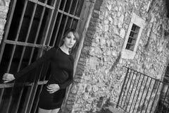 Σφιχτά μαύρο φόρεμα Στοκ εικόνες με δικαίωμα ελεύθερης χρήσης