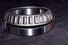 Σφραγισμένος κωνικότητα φέρων κύλινδρος μετάλλων στοκ εικόνα