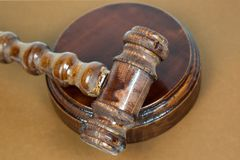 Σφυρί για τις δημοπρασίες δικαστών και εκμετάλλευσης στοκ φωτογραφία με δικαίωμα ελεύθερης χρήσης