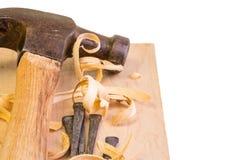 Σφυρί και καρφιά σε ένα ξύλινο χαρτόνι Στοκ Εικόνα