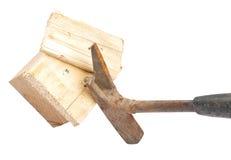 Σφυρί νυχιών στο ξύλο Στοκ φωτογραφίες με δικαίωμα ελεύθερης χρήσης