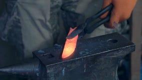 Σφυρηλατήστε το καυτό μέταλλο απόθεμα βίντεο