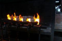 Σφυρηλατημένη πυρκαγιά για το κάψιμο φούρνων, κεραμική πορσελάνης στοκ φωτογραφίες