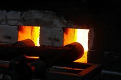 Σφυρηλατημένη πυρκαγιά για το κάψιμο φούρνων, κεραμική πορσελάνης στοκ εικόνες