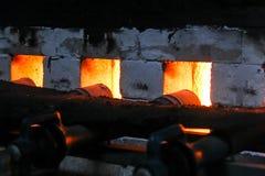 Σφυρηλατημένη πυρκαγιά για το κάψιμο φούρνων, κεραμική πορσελάνης στοκ εικόνα