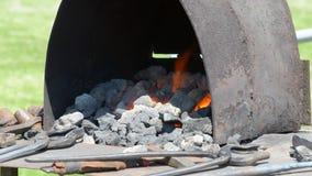 Σφυρηλατήστε με τον άνθρακα και τη φλόγα φιλμ μικρού μήκους
