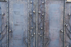 Σφυρηλατημένες διακοσμητικές πύλες με το floral στοιχείο Στοκ Εικόνες