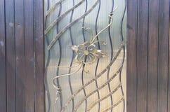 Σφυρηλατημένες διακοσμητικές πύλες με το floral στοιχείο Στοκ εικόνες με δικαίωμα ελεύθερης χρήσης
