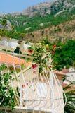 Σφυρηλατημένο μπαλκόνι σε ένα παλαιό σπίτι Βαλκανική αρχιτεκτονική Στοκ Φωτογραφίες
