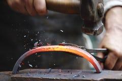 Σφυρηλατώντας καυτός σίδηρος Στοκ Εικόνα
