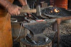 Σφυριά σιδηρουργών στο πέταλο Στοκ φωτογραφία με δικαίωμα ελεύθερης χρήσης