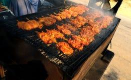 Σχάρα κοτόπουλου στη σόμπα στοκ φωτογραφία με δικαίωμα ελεύθερης χρήσης