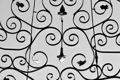 Σχέδια λουλουδιών από την κατασκευή μετάλλων στο μαύρο χρώμα ελεύθερη απεικόνιση δικαιώματος