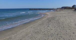 Σχέδιο άμμου και κρύα κύματα Μαύρης Θάλασσας στη Βουλγαρία φιλμ μικρού μήκους