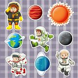 Σχέδιο αυτοκόλλητων ετικεττών με τα astronaunts και τους πλανήτες διανυσματική απεικόνιση