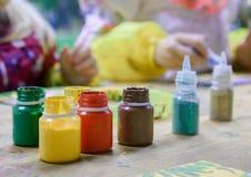 Σχέδιο, βάζα με τα ζωηρόχρωμα χρώματα στοκ φωτογραφίες με δικαίωμα ελεύθερης χρήσης