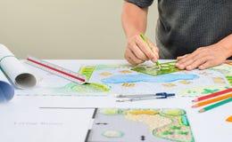 Σχέδιο λιμνών κατωφλιών σχεδίου αρχιτεκτόνων τοπίου για το θέρετρο στοκ φωτογραφία