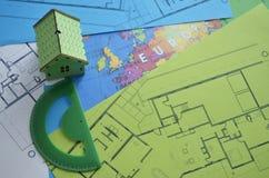 Σχέδιο οικοδόμησης με το πρότυπο σπιτιών και το σχέδιο ορόφων Στοκ Φωτογραφία