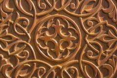 Σχέδιο σε μια ξύλινη επιφάνεια με τη βαθιά ανακούφιση και τις σκιές ????? στοκ εικόνα με δικαίωμα ελεύθερης χρήσης