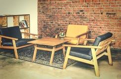 Σχέδιο σοφιτών επιχείρηση, επιχειρησιακές διαπραγματεύσεις, σύγχρονος, εσωτερικές, πίνακες, καρέκλες, τουβλότοιχος, αρχιτεκτονική στοκ εικόνες με δικαίωμα ελεύθερης χρήσης