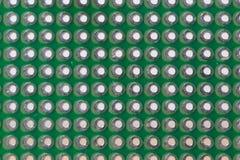 Σχέδιο τρυπών σε ένα πράσινο protoboard στοκ φωτογραφία με δικαίωμα ελεύθερης χρήσης