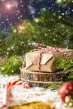 Σχέδιο Χριστουγέννων με snowflakes, δώρο Χριστουγέννων Στοκ Εικόνες